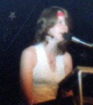 suzanna-williams-on-stage